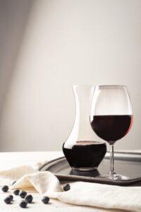 Carafe et verre de vin
