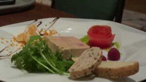 Belle asssiette de tranches de foie gras
