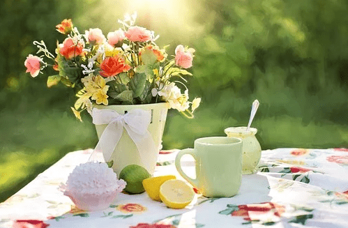 Fleurs, tasses à café